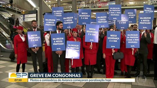 Pilotos e comissários da Avianca Brasil fazem greve no Aeroporto de Congonhas nesta sexta-feira