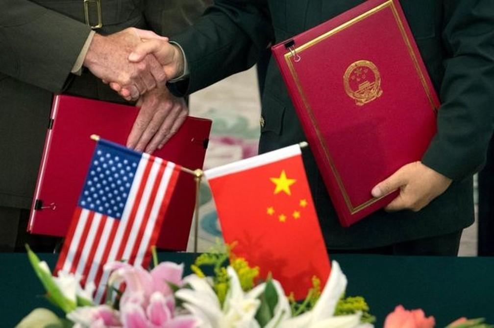 Alguns analistas já questionam se disputa tecnológica configura uma nova Guerra Fria, desta vez entre EUA e China — Foto: Getty