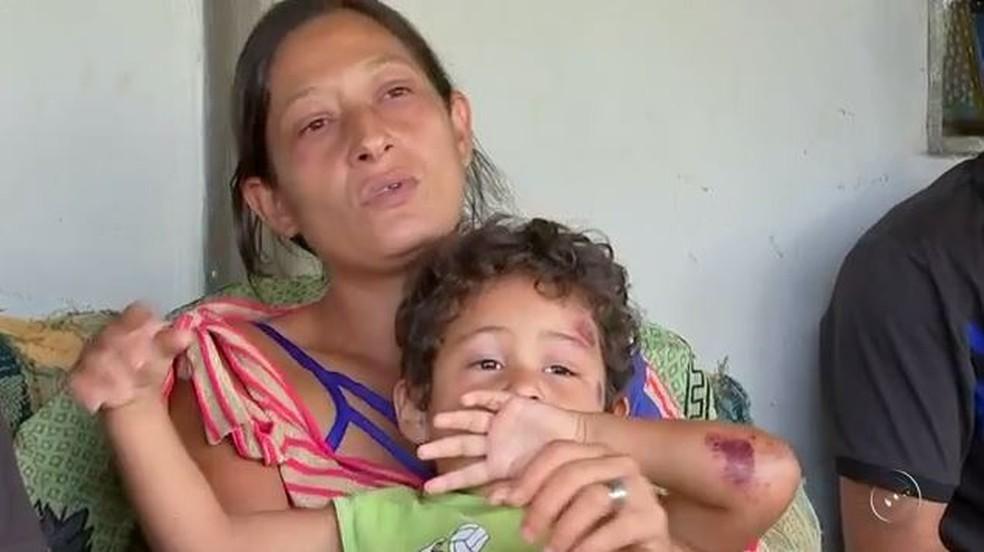 Família espera pela melhora do pai, que também foi jogado para fora do carro no acidente em São José do Rio Preto (SP) (Foto: Reprodução/TV TEM)