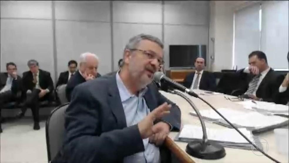 Palocci em depoimento a Sérgio Moro no ano passado. Em delação premiada, ele diz que Lula sabia da corrupção na Petrobras   — Foto: Reprodução/JN