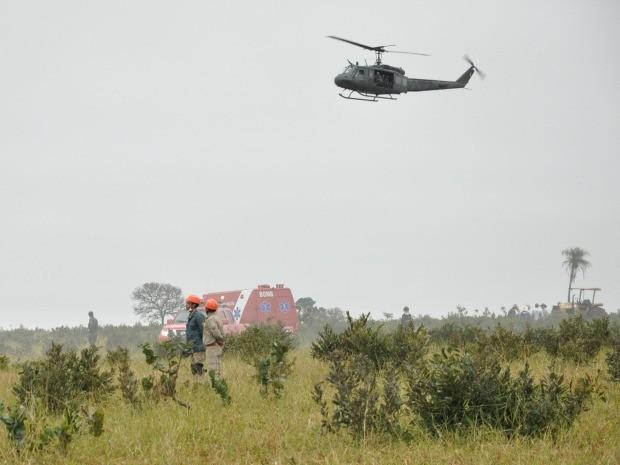 Helicóptero que resgatou piloto da FAB após queda de caça em Campo Grande MS (Foto: Wendy Tonhati/G1 MS)
