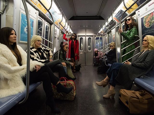 Você vai se apaixonar pelos looks do filme Oito Mulheres e Um Segredo (Foto: Divulgação)