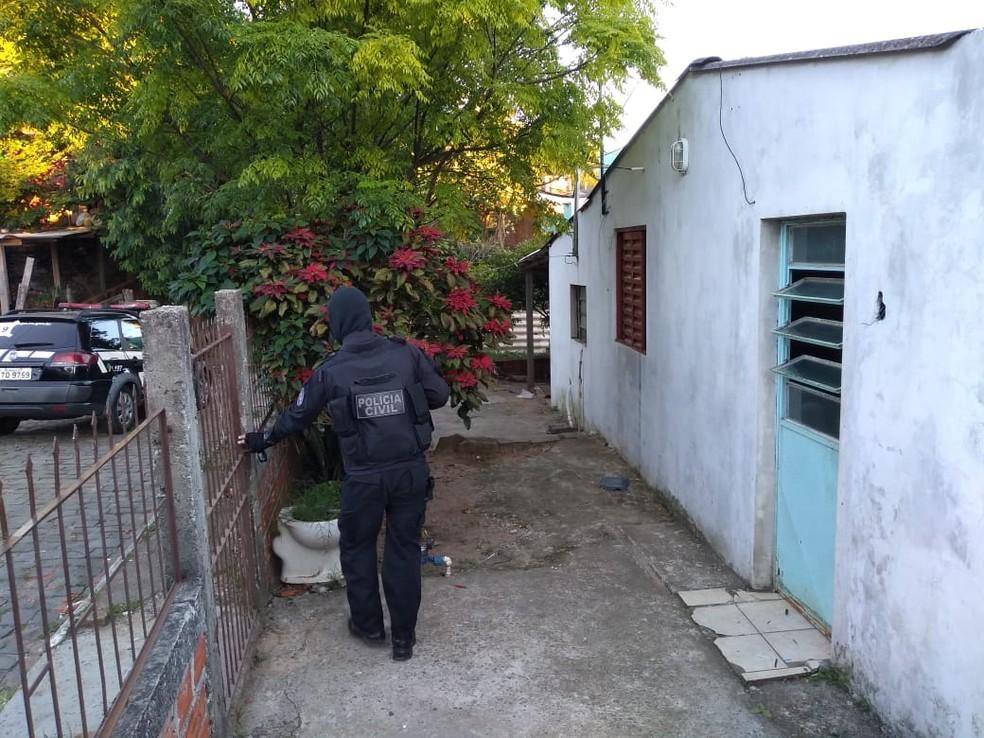 Foram presos 27 suspeitos na operação — Foto: Maurício Rebellato/RBS TV