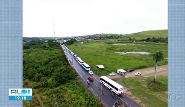 Estudantes de Atalaia usavam ônibus escolar com mais de 15 anos de uso  - Notícias - Plantão Diário