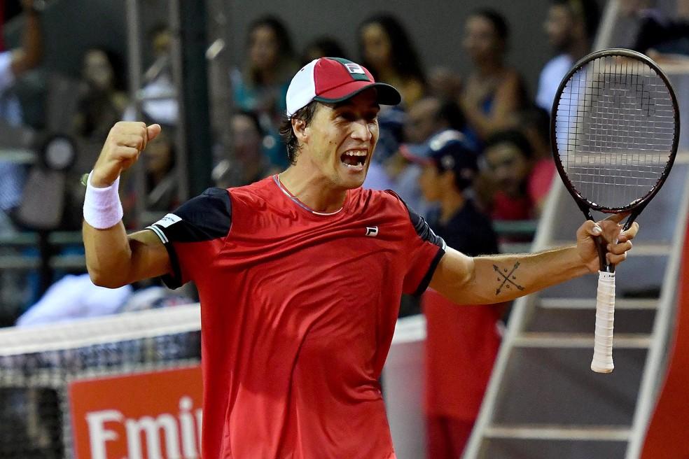 Felipe Meligeni comemora vitória nas duplas com Thiago Monteiro no Rio Open — Foto: Fotojump