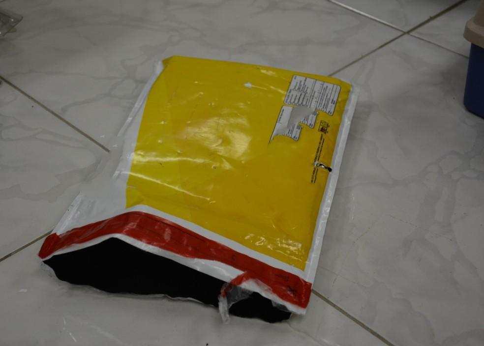 Embalagem dos Correios foi encontrada pela PF durante a ação contra o tráfico de drogas (Foto: PF/Divulgação)
