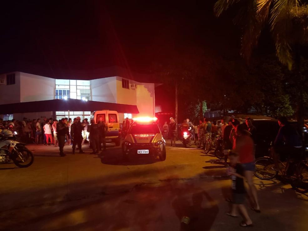 Chacina deixa onze baleados no Tapanã, em Belém; oito morreram. — Foto: Arthur Sobral / G1