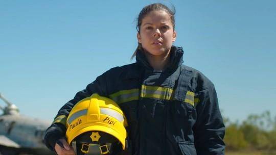 Entre tatames e turnos, a rotina da campeã de karatê que ganha a vida como bombeira na Espanha