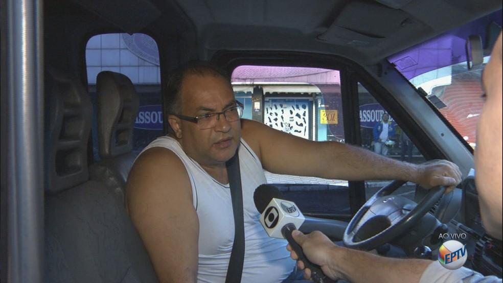 Motorista de van abordado pela reportagem no Centro (Foto: Reprodução/EPTV)