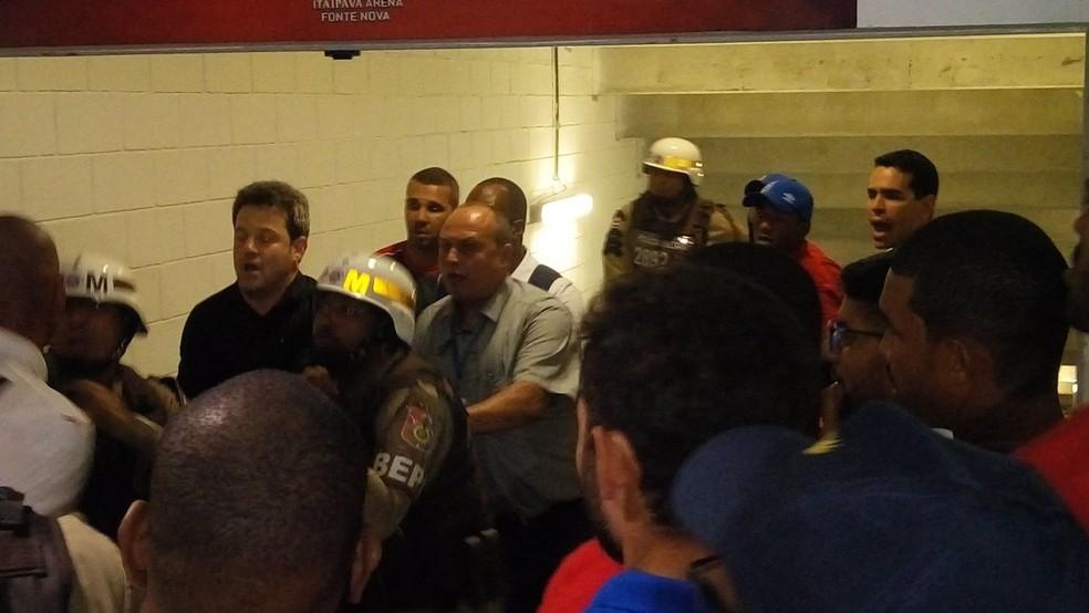 Argel Fucks e Edson protagonizam confusão em clássico da Copa do Nordeste (Foto: Ruan Melo)
