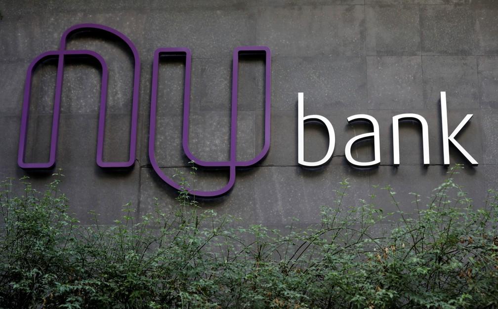 Logotipo do Nubank é fotografado na sede do banco, em São Paulo — Foto: Paulo Whitaker/Reuters