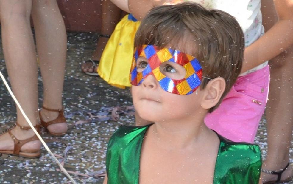 Crianças se divertem na matinê do Carnaval em São Pedro (Foto: Priscila Fantato/Prefeitura de São Pedro)