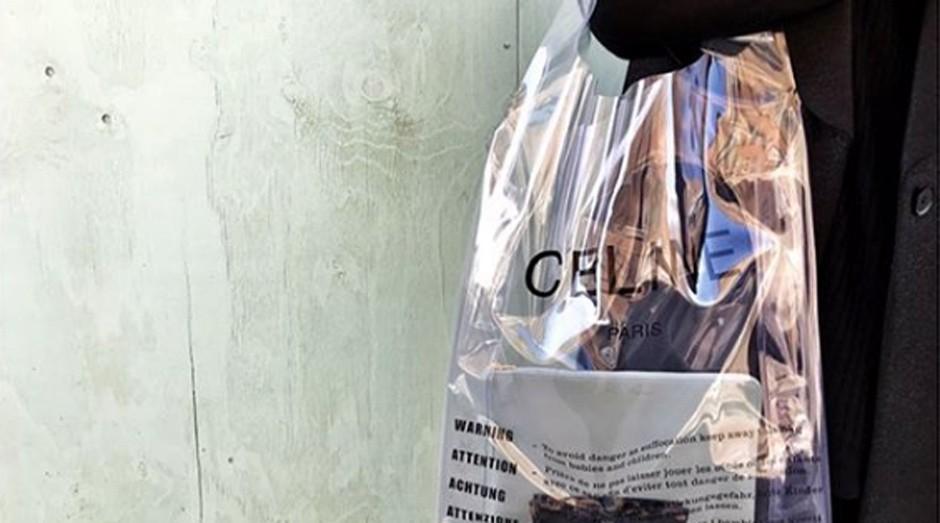 A bolsa da Céline tem o mesmo formato de uma sacola plástica (Foto: Reprodução/Instagram/hayaharadjj)