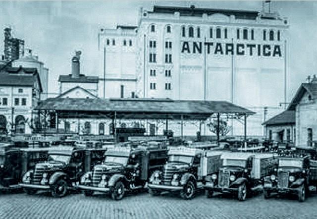 Em 1998, um ano antes da fusão, a dívida da Antarctica era de US$ 542 milhões. Na foto acima, o pátio da empresa, em 1930 (Foto:  Divulgação)