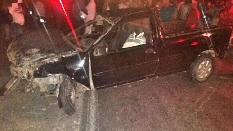 Veículo ficou com a parte dianteira destruída após acidente com morte na BR-232, em Moreno, no Grande Recife (Foto: PRF/Divulgação)