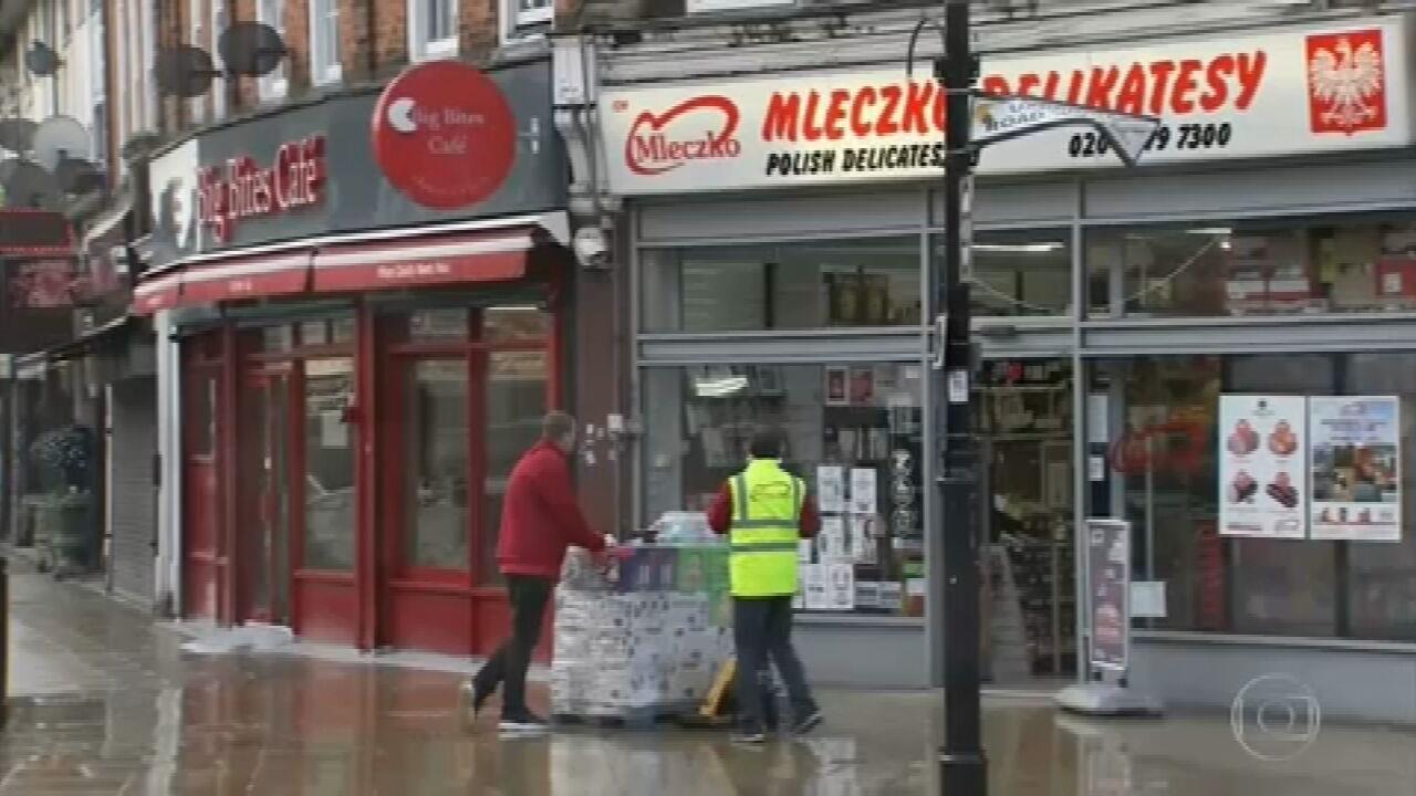 Reino Unido vai afrouxar medidas de isolamento social