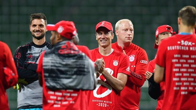 Lewandowski comemora mais um título pelo Bayern de Munique