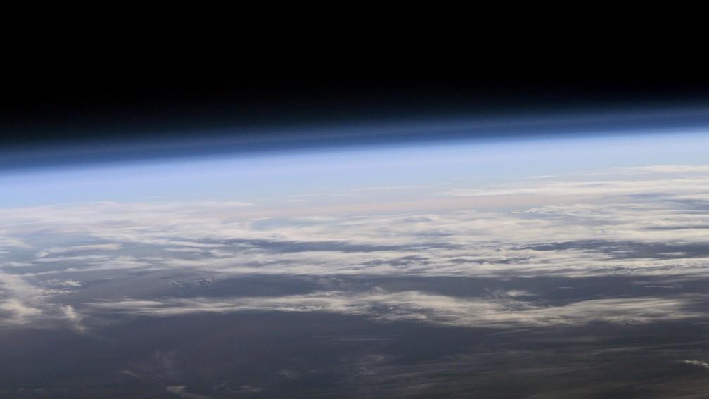 Atmosfera terrestre vista do espaço (Foto: Nasa)