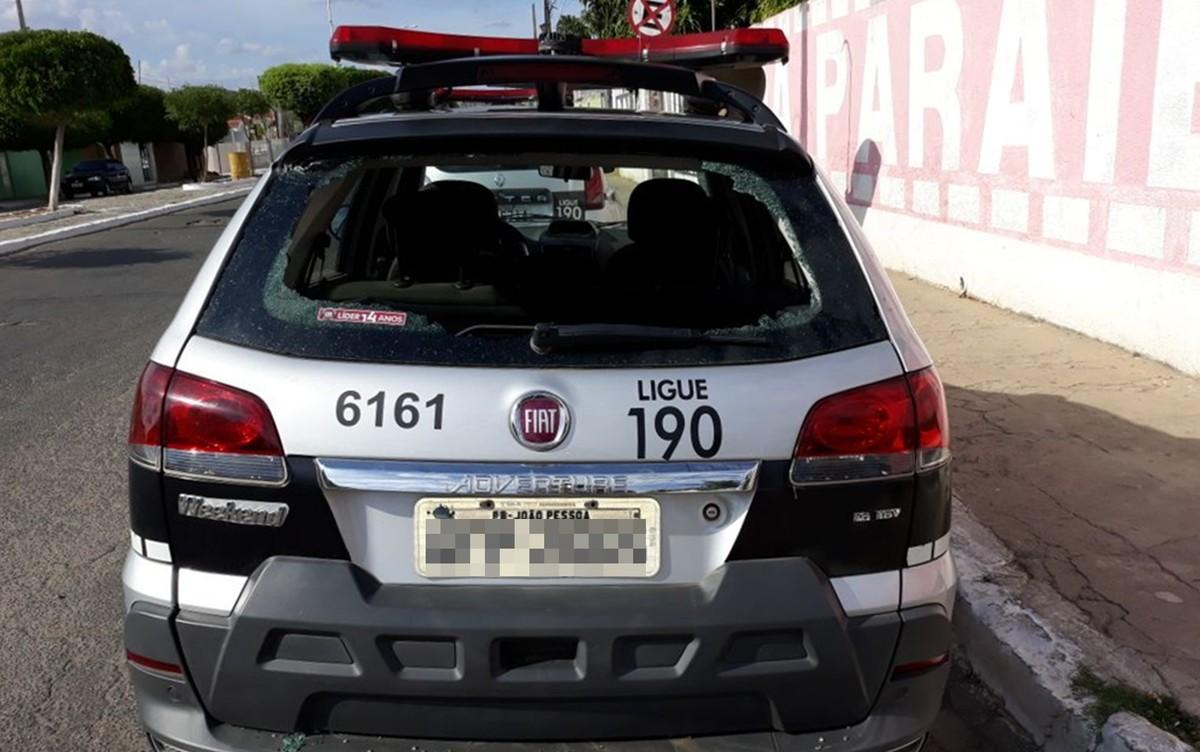 Criminosos atiram contra destacamento e viatura da Polícia Militar, no Sertão da PB
