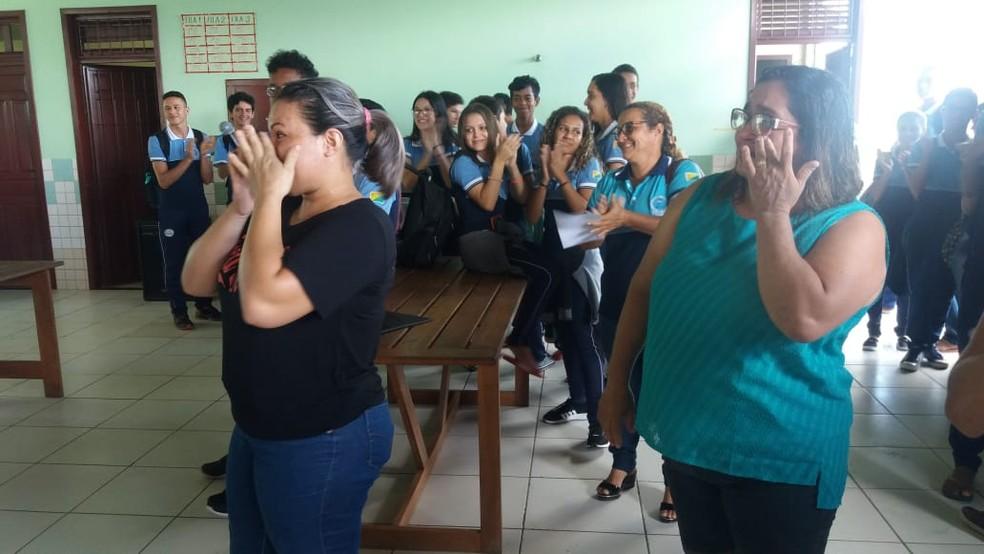 Duas merendeiras foram demitidas da escola integral Craveiro Costa, em Cruzeiro do Sul — Foto: Mazinho Rogério/G1