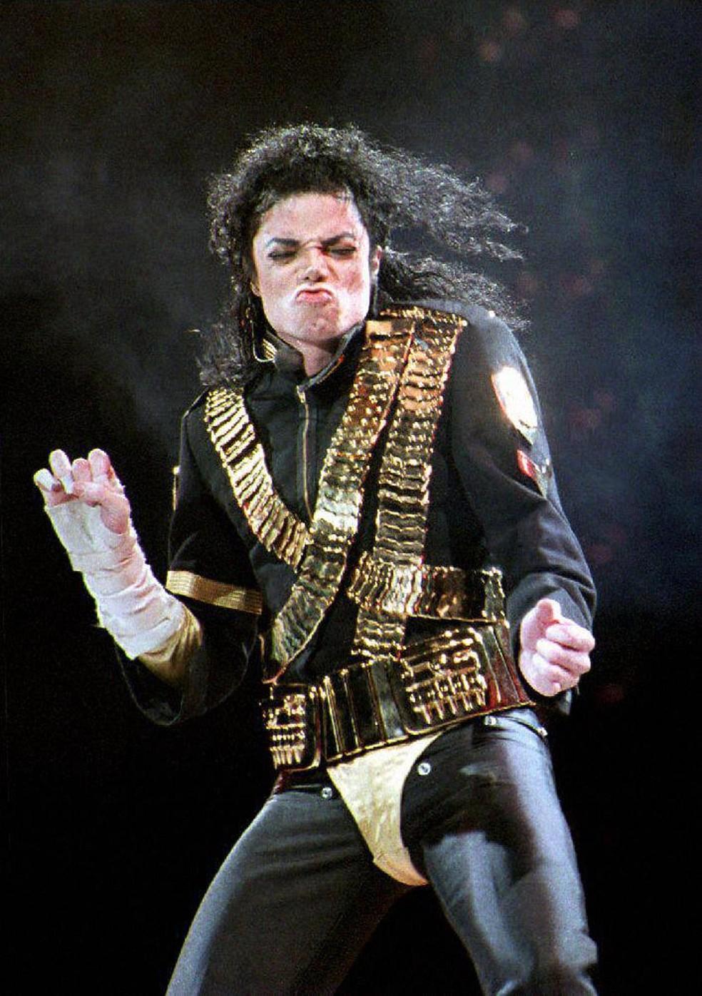Michael Jackson durante show em agosto de 1993 (Foto: Roslan RAHMAN / AFP)