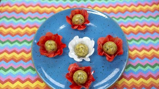 Bombom de Maracujá com Flocos de Chocolate