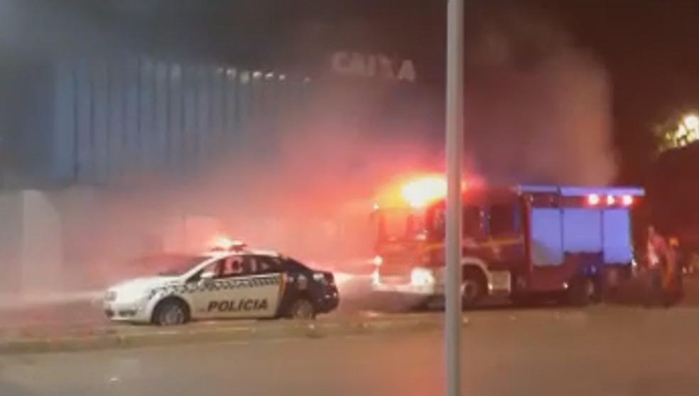 Bombeiros atendem ocorrência de fumaça disparada em banco de Planaltina — Foto: Reprodução