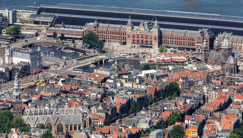 Estação central de Amsterdã (Foto: Reprodução/Twitter/@Iamsterdam )