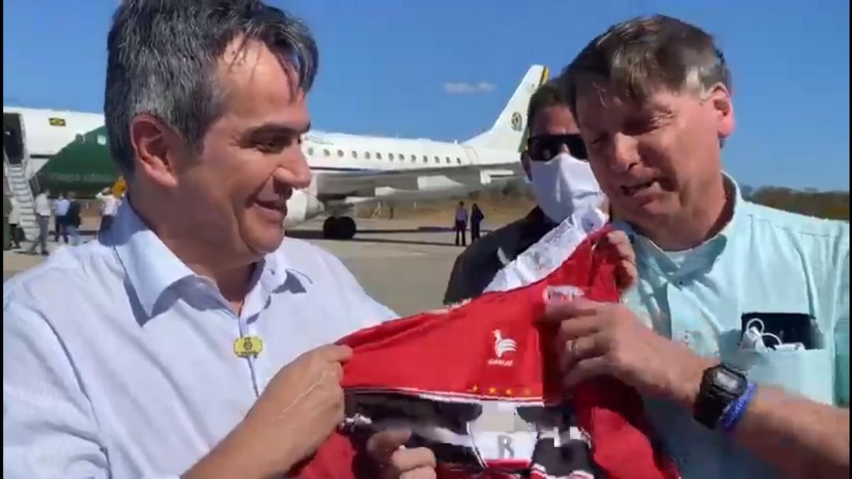 Torcida do River-PI se revolta com entrega de camisa do clube ao presidente Jair Bolsonaro – globoesporte.com