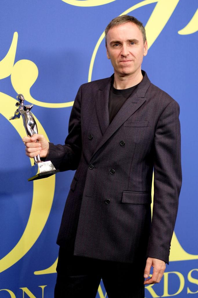 Raf Simons recebeu o prêmio de Estilista do Ano no CFDA Awards repetidas vezes pelo trabalho no comando da Calvin Klein (Foto: Getty Images)