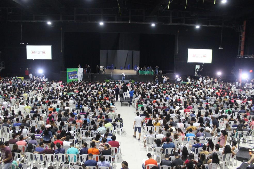 Cerca de seis mil estudantes viram a noite em revisão geral para o Enem (Foto: Lucas Marreiros/G1)