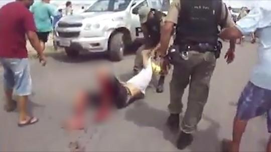 Resultado de imagem para 'É muita crueldade', diz irmão de manifestante baleado por policial militar durante protesto em PE