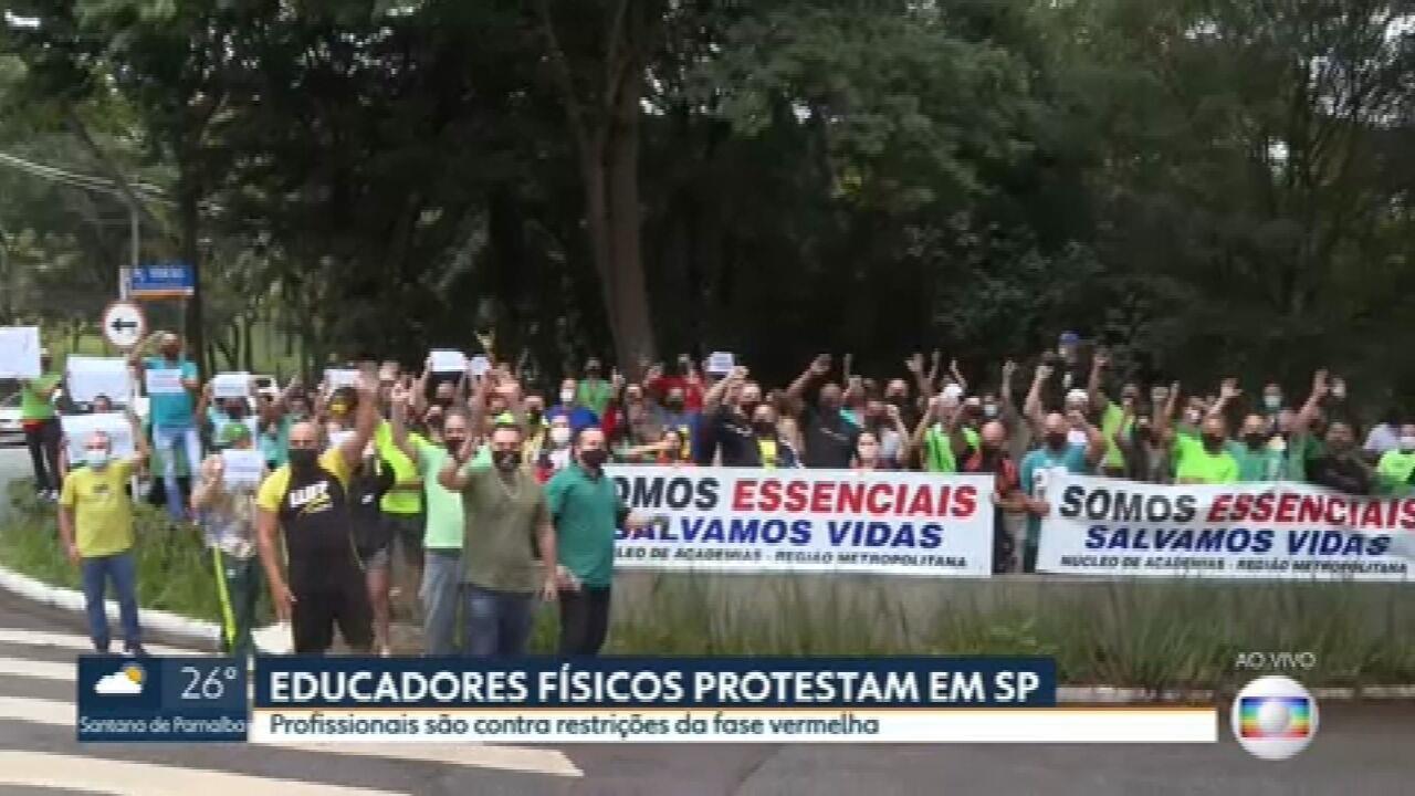 Profissionais de educação física protestam contra medidas restritivas da fase vermelha em São Paulo
