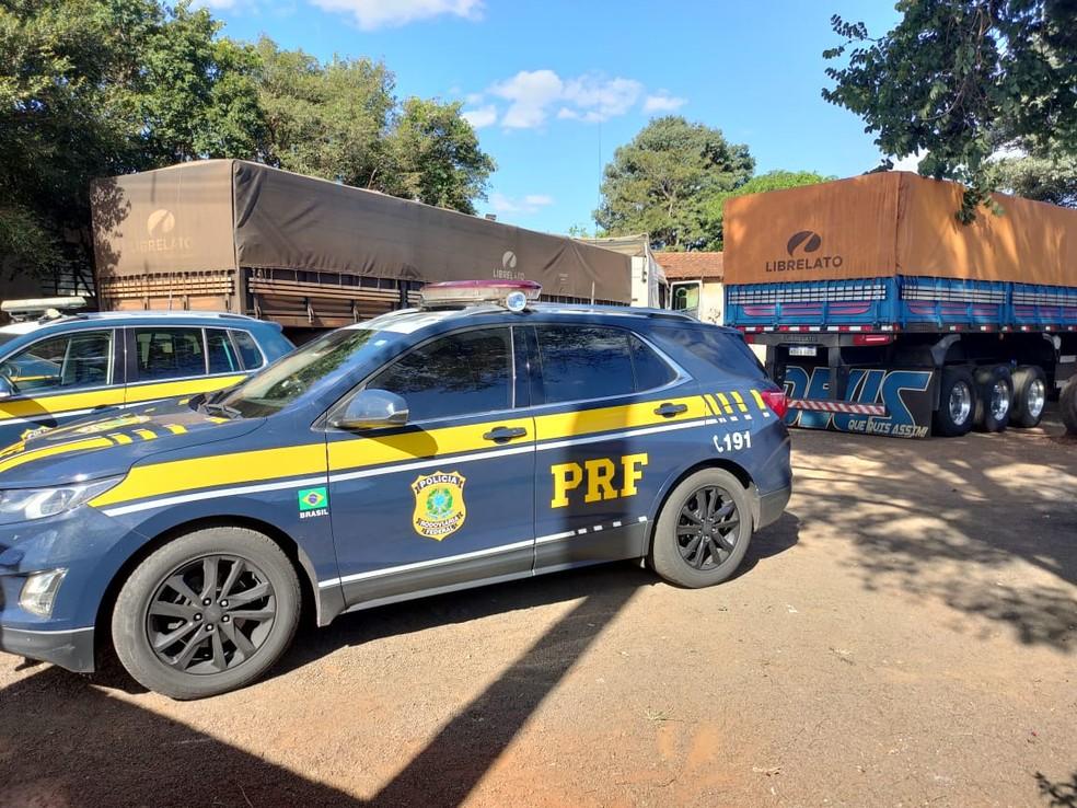 Apreensão foi feita pela PRF nesta quinta-feira (29) em Santa Cruz do Rio Pardo — Foto: Polícia Rodoviária Federal/Divulgação