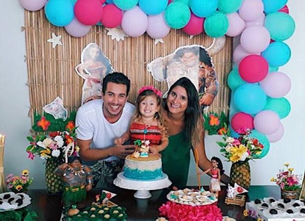 Ricardo Vianna e a ex-mulher, Aline, celebram aniversário de Cecília (Foto: Reprodução/Instagram)