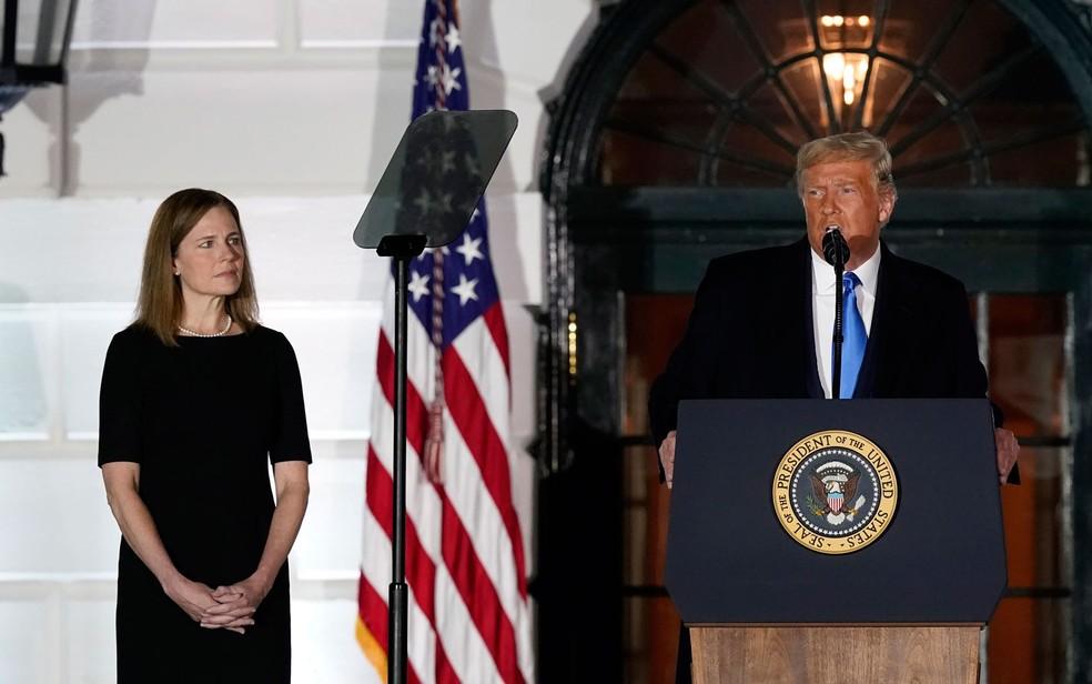O presidente dos EUA, Donald Trump, discursa durante a posse de Amy Coney Barrett na Corte Suprema dos EUA, na Casa Branca, na segunda-feira (26) — Foto: AP Photo/Alex Brandon