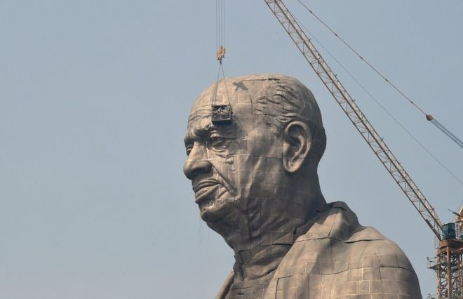 A estátua de Sardar Vallabhbhai Patel tem 182 metros de altura (Foto: Getty Images via BBC News Brasil)