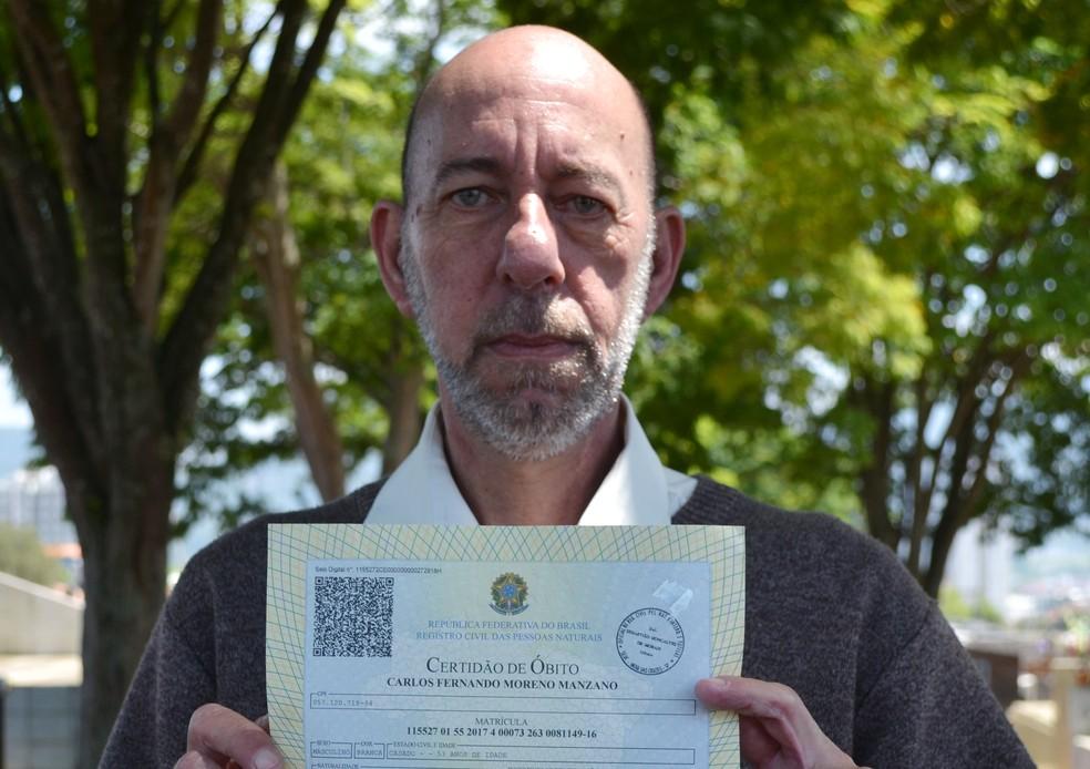 Carlos Fernando pagou no Cartório pela própria Certidão de Óbito — Foto: Maiara Barbosa/G1