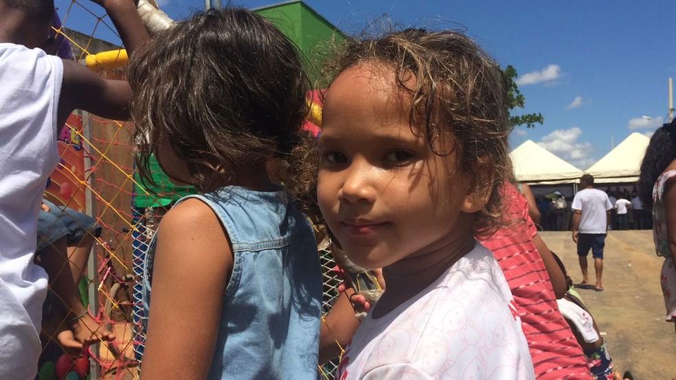 Maísa era aluna na antiga escola e ainda não conseguiu retomar os estudos (Foto: Juliana Peixoto/G1)
