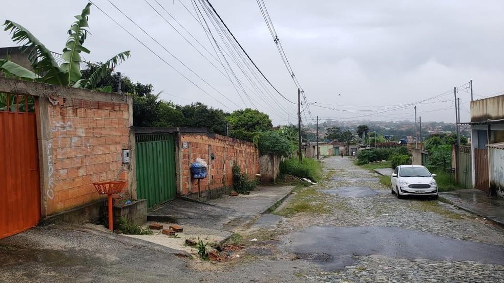 Adolescente é detido suspeito de matar o pai a facadas em Ribeirão das Neves, na Grande BH — Foto: Flávia Cristini/TV Globo