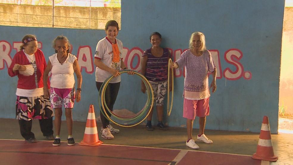 Vovó Iaia, atleta amapaense durante as atividades do projeto esportivo para idosos — Foto: Reprodução/TV Amapá