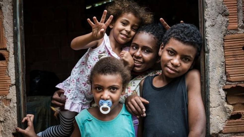 'A pobreza tem um caráter geracional. É muito provável que impacto que as famílias estão sofrendo agora tenha reflexos no futuro', afirma economista — Foto: IGOR ALECSANDER/GETTY IMAGES