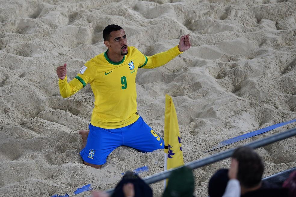Rodrigo comemora o primeiro gol do Brasil — Foto: Octavio Passos/FIFA