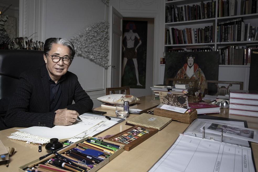 O estilista japonês Kenzo Takada durante sessão de fotos em Paris, em 9 de janeiro de 2019 — Foto: Joel Saget /AFP/Arquivo