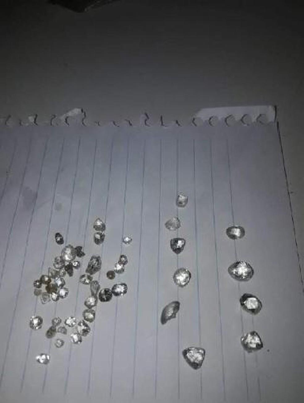 Pedras de diamantes extraídas de Rondônia eram enviadas e vendidas em outros países — Foto: PF/Divulgação