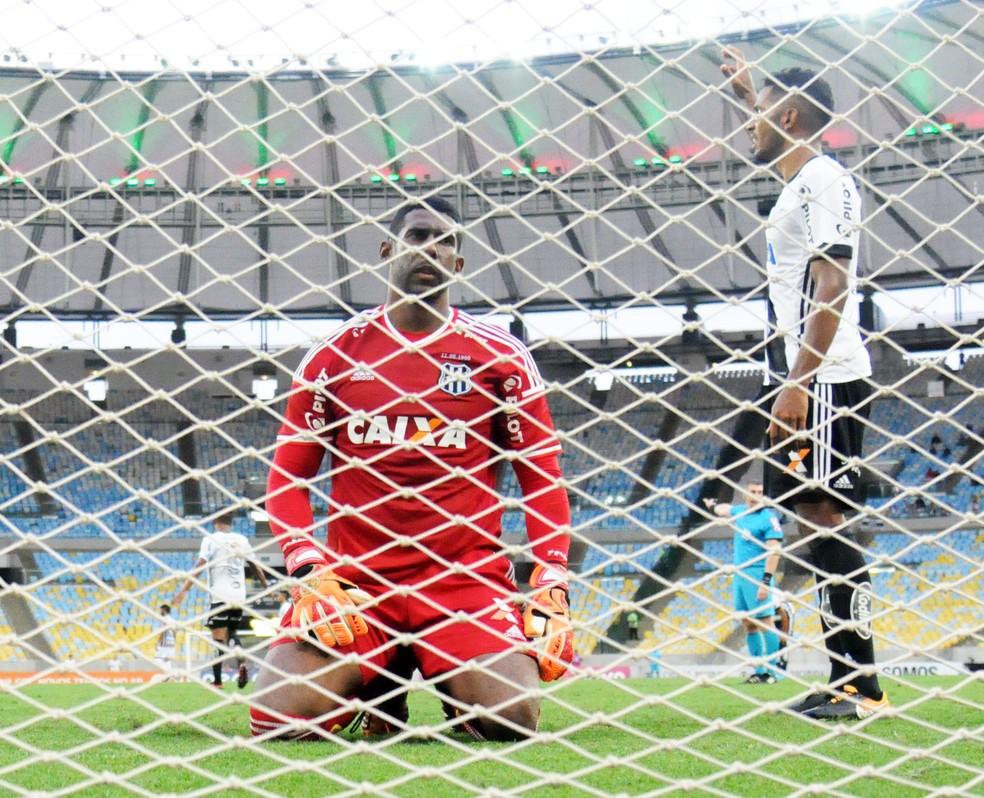 Aranha lamenta o gol marcado pelo Fluminense contra a Ponte (Foto: André Durão / GloboEsporte.com)