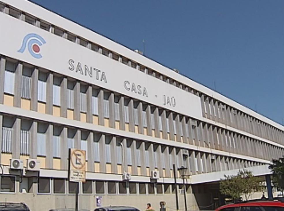 Técnico de enfermagem estava internado na UTI da Santa Casa  — Foto: Reprodução / TV TEM/ Arquivo