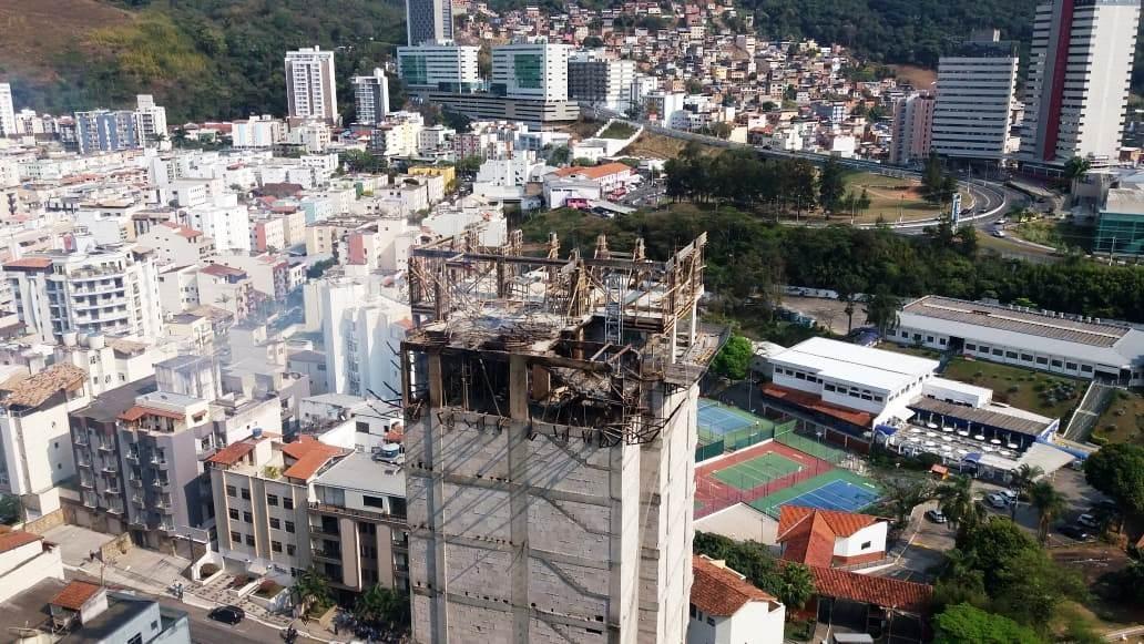 Após incêndio, Defesa Civil vai vistoriar prédio em construção em Juiz de Fora - Notícias - Plantão Diário