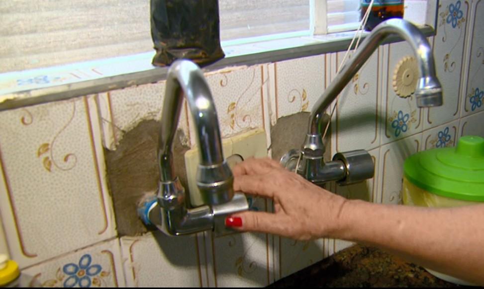 Moradores de Ribeirão Bonito reclamam da falta de água em bairro há mais de duas semanas - Notícias - Plantão Diário