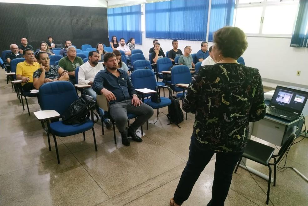 Pesquisadores, investidores e pescadores assistem palestra durante evento — Foto: Embrapa/Divulgação